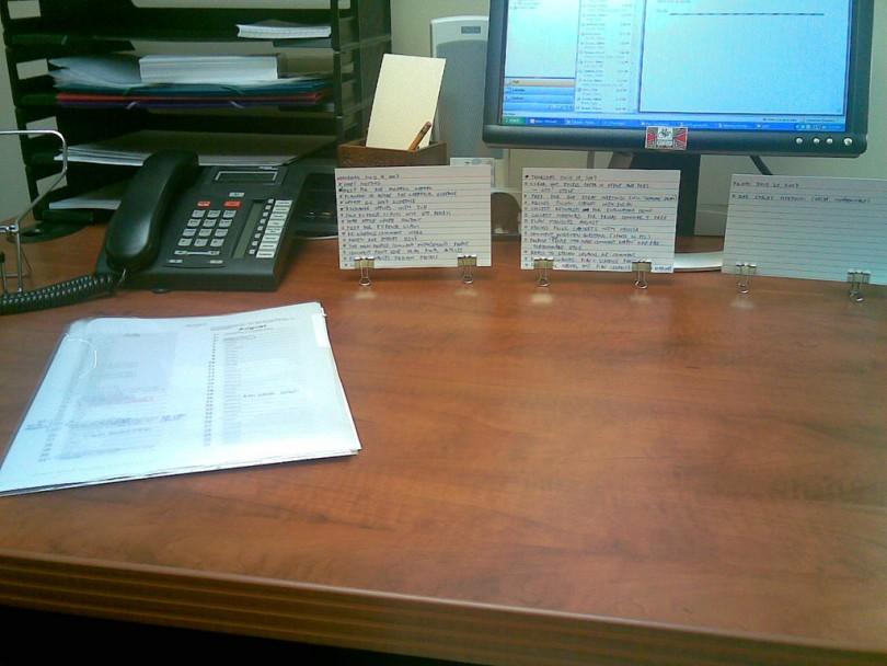 prendedor-de-papel-no-escritorio
